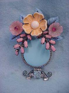 Art glass Flower Vase Pin