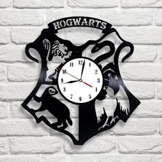 Hogwarts logo Harry Potter design vinyl record clock home decor art gift move - Bijoux Harry Potter, Objet Harry Potter, Harry Potter Bathroom, Décoration Harry Potter, Harry Potter Thema, Classe Harry Potter, Harry Potter Nursery, Hogwarts, Casas Estilo Harry Potter