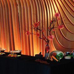 #c2mdesigns #floral #floraldesign #manzanita #orchid #phaelenopsis #foodie #foodstation #buffet #event #corporateevents #eventdecor #coolarchitecture #restaurant #moodlighting #designsthatrock Designer: #christinemccaffery #boston Event producer: @nxteventboston