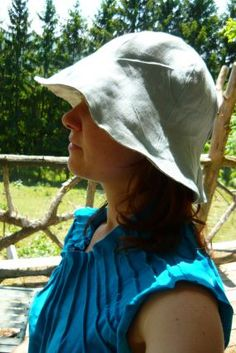 DIY sew a reversible sun hat (any size); includes pattern. http://miranne.blogspot.com/2010/08/solhatt.html