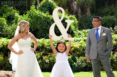 Cute idea for wedding picture.