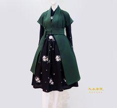 Set Fashion, 1940s Fashion, Japan Fashion, Korean Traditional Dress, Traditional Dresses, Dress Outfits, Fashion Dresses, Mode Mantel, California Outfits