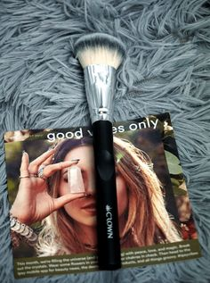 Ipsy Reviews August 2017 Ipsy Glam Bag | SS035 Medium Face Contour Brush by #CrownBrush #ipsy #Chiclypoised  #makeupbrushes Ipsy Reviews, Ipsy Glam Bag, Contour Brush, Face Contouring, Best Bags, Makeup Brushes, Hair Beauty, Medium, Beauty Ideas