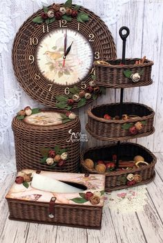 Basket Crafts, Jute Crafts, Diy And Crafts, Newspaper Basket, Newspaper Crafts, Willow Weaving, Basket Weaving, Wooden Laundry Basket, Paper Furniture