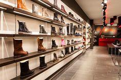 Dr.Adams #schoenenpresentatie op #helbigeshelf #led #helbigbe