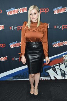 Olivia Taylor Dudley attends Syfy the Magicians panel during the 2016 New York Comic Con on October 2016 in New York City. Black Leather Pencil Skirt, Leather Mini Skirts, Bikini Images, Bikini Pictures, The Magicians Alice Quinn, Olivia Taylor Dudley, Satin Bluse, Pencil Skirt Outfits, Pencil Skirts