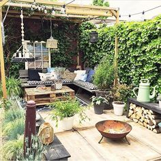 feel the sun, or am I kidding myself 😉☀️. Outdoor Rooms, Outdoor Gardens, Outdoor Living, Outdoor Decor, Backyard Patio, Backyard Landscaping, Casa Hygge, Rooftop Garden, Garden Spaces