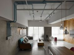 Residence Hu by KC Design Studio / sala de estar / living room / loft / instalação aparente / concreto /