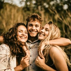 Yesterday it was the World Smile Day! How did you spend it? Fall Family Portraits, Family Portrait Poses, Family Picture Poses, Family Posing, Adult Sibling Photography, Teenager Photography, Family Photography, Adult Family Photos, Fall Family Photos