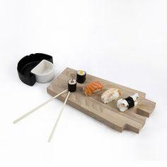 Bodysushi wood_tray Set per sushi in legno e ceramica. By Studio Alchemico