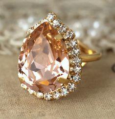 Blush Pink Teardrop Ring Blush Pink Swarovski Ring door iloniti