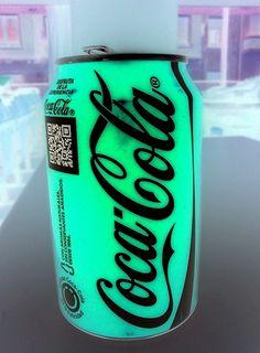 Neon coke a cola Coca Cola Can, Always Coca Cola, Coca Cola Bottles, Pepsi, Coke Cans, Tinta Neon, Neon Glow, Neon Colors, Colours