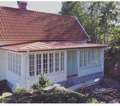 Amiable proved wrap around porch design check this Screened In Porch Diy, Screened Porch Designs, Screened Porch Decorating, Porch Roof, Home Porch, House With Porch, Deck Decorating, Front Porch, Porch Kits