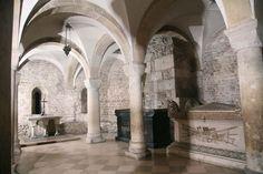 SZTUKA PRZEDROMAŃSKA I ROMAŃSKA: Krypta św. Leonarda na Wawelu (pozostałość po drugiej - romańskiej katedrze)
