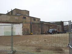 Foto van de zijgevel van de Eurobioscoop, na sloop van het pand Naarderstraat 14-16, waar het Grafisch Atelier lang gezeten heeft. Half november 2013