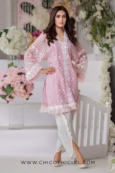 Pakistani Formal Dresses, Pakistani Fashion Casual, Pakistani Dress Design, Pakistani Outfits, Indian Dresses, Stylish Dresses For Girls, Stylish Dress Designs, Designs For Dresses, Casual Dresses
