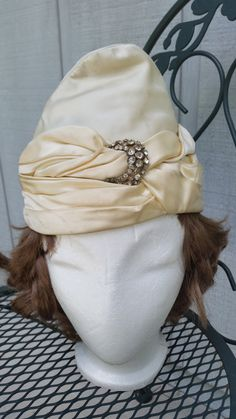 Vintage 1950's Cream White turban style by SteamyAntiquities