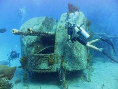 Start diving digital cameras best photos in underwater photography. Underwater Shipwreck, Underwater Ruins, Underwater Sculpture, Underwater World, Abandoned Ships, Abandoned Vehicles, Abandoned Cars, Beneath The Sea, Under The Sea