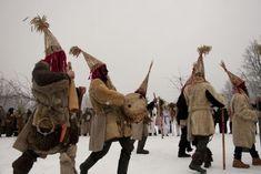 Personajes del carnaval rural de Letonia.