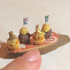 制作の秋!サイケな色合いのお花とチョコスプレーでシマリスさんとくまさんのカップケーキを作りました。#ミニチュアフード#ミニチュア#ドールハウス#ハンドメイド#食品サンプル#カップケーキ#樹脂粘土#粘土#miniaturefood #miniature#dollhouse #handmade #polymerclay #clay