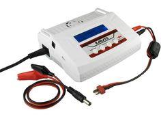 Das Ladegerät kann wahlweise an der Steckdose (Wechselstrom 230 V) oder an der Autobatterie (Gleichstrom 12 V) betrieben werden. In Schritten von 0,1 A lässt sich der Ladestrom von 0,1 bis 7 A bei max. 80 W Ladeleistung wählen, der Entladestrom ist bei max. 5 W Entladeleistung von 0,1 bis 1 A einstellbar.