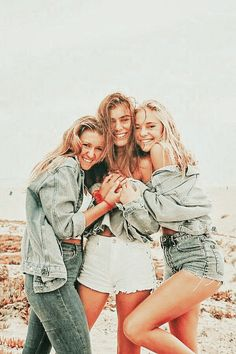 Cute Poses For Pictures, Cute Friend Pictures, Friend Photos, Cute Photos, Family Pictures, Best Friends Shoot, Best Friend Poses, Cute Friends, Bff Poses