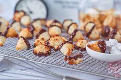 Pretzel Bites, Biscotti, Macarons, French Toast, Coconut, Sweets, Bread, Snacks, Breakfast