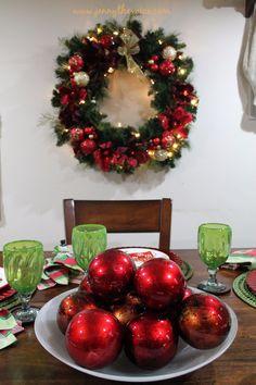 A georgeos Christmas Centerpiece.  Un centro de mesa hermoso para esta Navidad