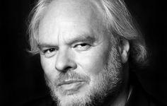 Donderdagavond 13 november 2014 was  de bekende dichter, columnist, schrijver en tv-persoonlijkheid Nico Dijkshoorn in Bibliotheek Vlijmen voor een lezing en muzikaal optreden. Dijkshoorn is vooral bekend van zijn optredens in het land (Matennaaiers) en m.n. van zijn aanwezigheid in de Wereld Draait Door met zijn vlijmscherpe columns.