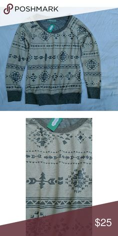 """NWT Maurice's crewneck. Size Small NWT Maurice's crewneck. Two layers. The first layer is a heathered grey. Top layer is off white with cutout design. Size small Length 26"""" Armpit to armpit 18"""" Maurices Tops Sweatshirts & Hoodies"""