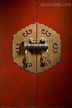 实在很爱啊~这些收藏和大家分享~作者无敌~❤中国元素❤ Chinese Element, Door Detail, Chinese Restaurant, Door Locks, Chinese Style, Packaging Design, Door Handles, Oriental, China