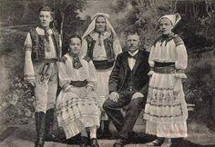"leregretdestempspasses:  ""Family from Zliechov, Slovakia 1905  """