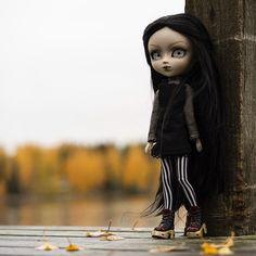 """Pohjoistuuli ☁️ on Instagram: """"— Autumn is the death. 🍂☠️ #pullipsuomi #pullip #doll #pullipdoll #nukke #nukkesuomi #pullipphotography #wilhelmina #pullipwilhelmina…"""" Goth, Wonder Woman, Autumn, Superhero, Dolls, Photography, Fictional Characters, Instagram, Women"""