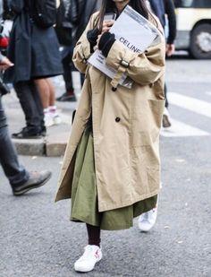Outside Celine / Paris Fashion Week Paris Fashion Week / Women Outside Celine / Paris Fash Fashion Week Paris, Fashion 2018, New Fashion, Womens Fashion, Style Fashion, Trenchcoat Style, Mode Outfits, Fashion Outfits, Ootd Fashion