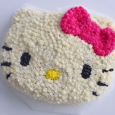 A cake that looks like Hello Kitty – cute, sweet and pink!