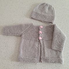 Babbity Baby Jacket pattern by marianna mel -Baby Cardigan , Babbity Baby Jacket pattern by marianna mel Ravelry: Babbity Baby Jacket pattern by marianna mel Baby Kids. Baby Boy Knitting Patterns Free, Baby Sweater Patterns, Baby Sweater Knitting Pattern, Crochet Baby Cardigan, Knit Baby Sweaters, Knitted Baby Clothes, Booties Crochet, Crochet Jacket, Baby Boy Cardigan