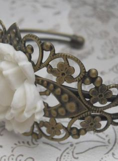 White Bracelet/Cuff - Vintage Style Cream White Rose