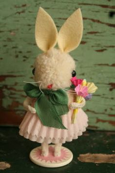 PomPom Mini Easter bunny ~ no tut or recipe...Pom head, felt ears, 2 candy liners dress, pipe cleaner hands/feets, wooden disk for base or wooden poker chip, and bellies finish it off.