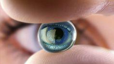 Científicos israelíes han desarrollado una nueva tecnología que permitirá ver a las personas ciegas de nacimiento. El ojo biónico consiste de una cámara que recibe información visual del entorno y transmite señales a una lente de contacto biónico.