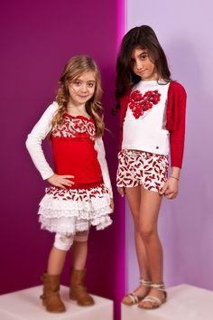 Martina T. 6 anni, completo Fun - Ludovica 7 anni, cardigan Nice Things, t-shirt e shorts Fun