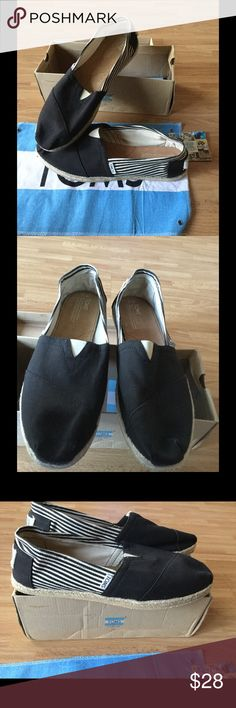 New Toms Espadrilles Sz 12 W ( runs bigger ) New Toms espadrilles Sz 12 women's ( runs bigger ) also can be a men's Sz 12 . See pictures ! Comes with box and clothe . TOMS Shoes Espadrilles