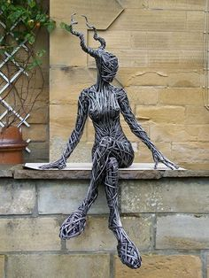 Richard Stainthorp born in UK and he is a great Sculpture artist using only wire. Richard Stainthorp have been making wire sculptures Human Sculpture, Sculpture Metal, Sculptures Sur Fil, Wire Sculptures, English Artists, Wire Art, Photomontage, Metal Art, Human Body