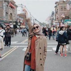 Style Hijab Remaja Kurus 58 Ideas For 2019 hijab casual remaja simple Hijab Style, Casual Hijab Outfit, Hijab Chic, Muslim Fashion, Hijab Fashion, Foto Fashion, Fashion 2020, Trendy Fashion, Winter Chic