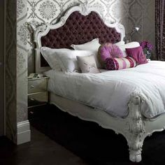 Camas y cabeceros tapizados { Upholstered beds and headboards } Bedroom Color Schemes, Bedroom Colors, Pink Wallpaper Bedroom, Wallpaper Headboard, Purple Headboard, Purple Pillows, Velvet Headboard, White Bedframe, Quilted Headboard