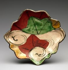 Dish with Design of Maple Leaves in a Stream. Style of Ogata Kenzan (Japanese, 1663–1743). Edo period (1615–1868).19th century. Japanse : Stoneware with colored enamels (Kyoto ware). The Met Museum