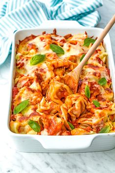 Fit for a king dinner recipe. Discover a taste of homemade tortellini pasta baked in creamy tomato sauce. Italian Recipes, New Recipes, Vegetarian Recipes, Dinner Recipes, Healthy Recipes, Delicious Recipes, Homemade Tortellini, Tortellini Pasta, Creamy Tomato Sauce