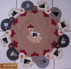 im thinking them along the bottom of an apron. by clare Felt Applique, Applique Patterns, Applique Quilts, Quilt Patterns, Felt Crafts, Fabric Crafts, Sewing Crafts, Table Runner And Placemats, Quilted Table Runners