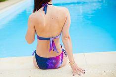 Comment coudre les liens d'un maillot de bain ? Tutoriel du patron de maillot de bain Hina par 36 bobines Bikinis, Swimwear, Fashion, Pretty Looks, How To Sew, Sewing Lessons, Boutique Online Shopping, Swimsuit, Boss