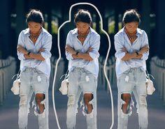 camisa-azul-clarinha-com-jeans-claro-colar-laranja-e-bolsa-branca
