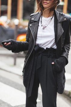 2020 womens fashion trends work \ 2020 womens fashion trends _ 2020 womens fashion trends casual _ 2020 womens fashion trends over 40 _ 2020 womens fashion trends work _ 2020 womens fashion trends winter Black Women Fashion, Look Fashion, Urban Fashion, Womens Fashion, Feminine Fashion, Fashion Fall, Mode Outfits, Casual Outfits, Fashion Outfits